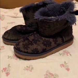 UGG Shoes - UGG Girls USA Sz 2
